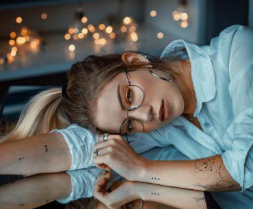 Von Material bis Extras: Was Sie über Brillengläser wissen müssen